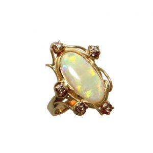 Anello con opale nobile australiano e diamanti