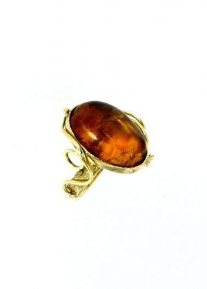 Anello con cabochon di ambra