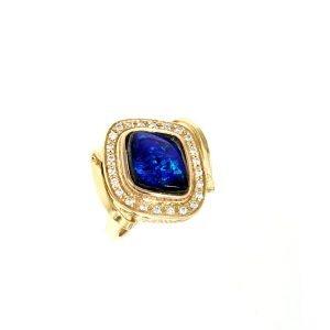 Anello in oro giallo con opale boulder e diamanti