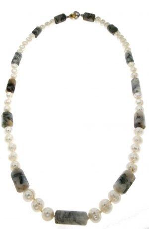 Collana con perle di lago Biwa e inserti di agata muschiata