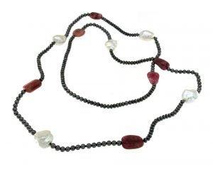 Collana lunga di perle tormaline ematite