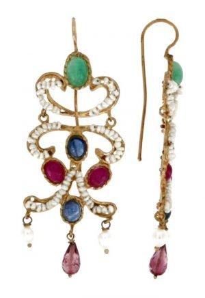 Orecchini pendenti di manifattura napoletana con microperle di mare smeraldi e rubini