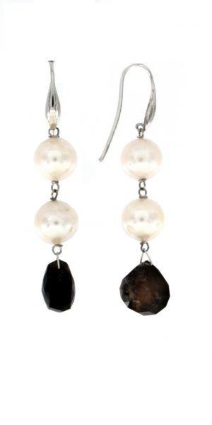 Orecchini pendenti di perle e psilomelano