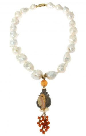 Short necklace in baroque pearls and engraved opal pendant