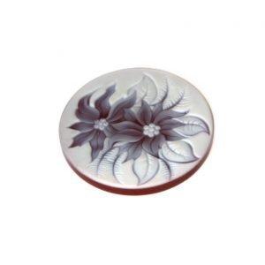 Disco di corniola naturale con disegno di fiori incisi