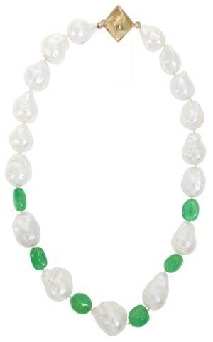 Collana di perle barocche e inserti di smeraldi naturali